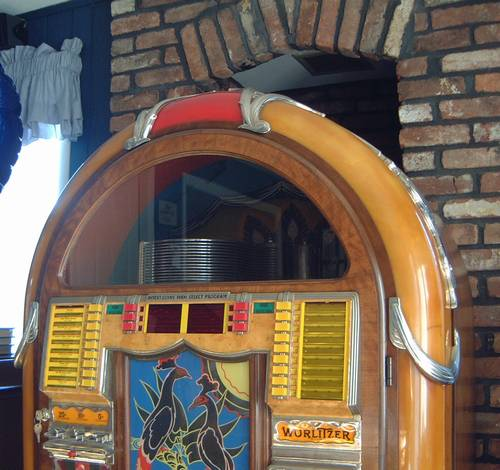 Wurlitzer 850 Peacock Jukebox Fully Restored and Operational