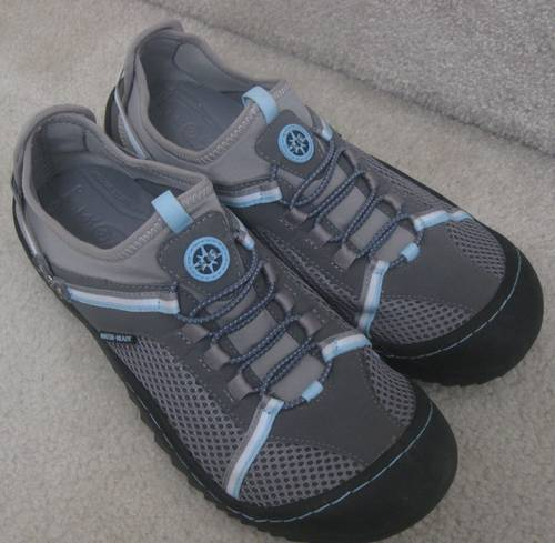 Available today is a great pair of ladies Jeep J-41 water ready shoes. These are gray with pale pink and pale blue accents. Size is 10M. Model is Tahoe