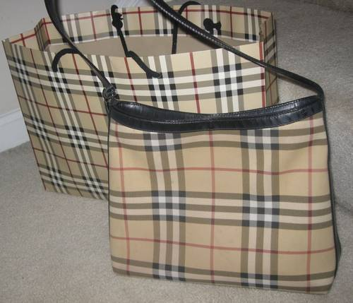 a3c268392c I am pleased to offer this guaranteed authentic Burberry Nova Check Medium  Tote. it is made from coated canvas in the symbolic nova check Burberry  plaid ...