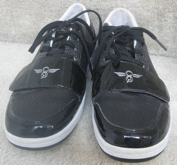 I am pleased to offer these Creative Recreation Cesario Lo mens sneakers.  Size is 10. Shoes are in mint pre-owned condition. No flaws noted at all.