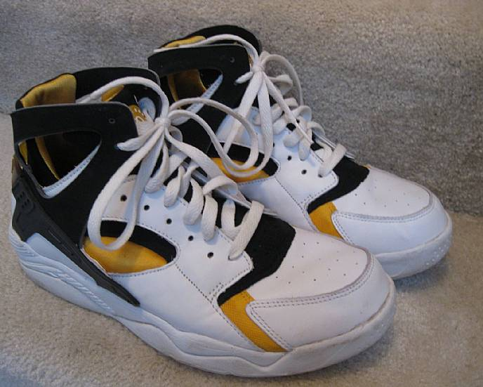 Nike Air Flight Huarache Men's size 10 hi top (Black/Gold)