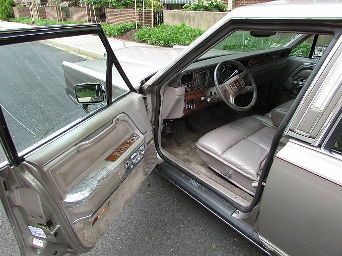 1989 Lincoln Town Car Cartier Edition One Owner Includes Original Window Sticker Leather Interior Engine And Trunk Pictures Section Showing Flaws
