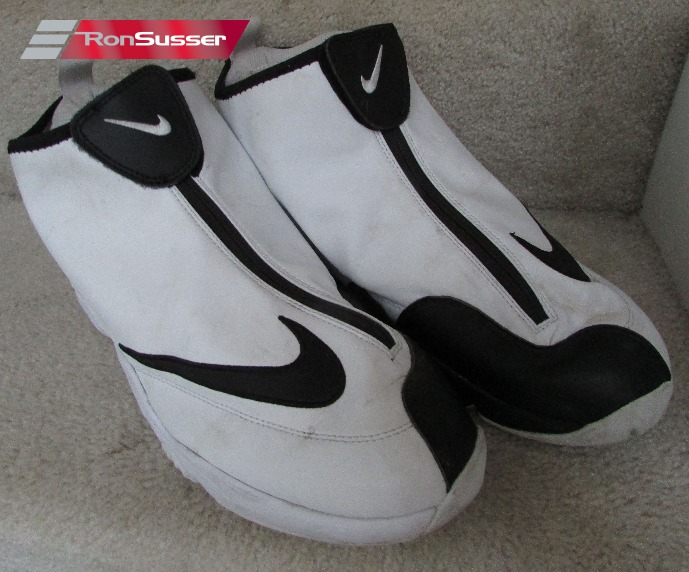 64dfeeb1fb9f6 I am pleased to offer these great Nike Zoom Flight 98 The Glove White Black  basketball shoes. Size is 12 and style is 616773-100.